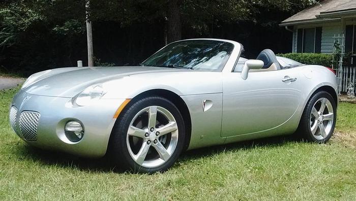 "Thomas And Sabra's 2006 Pontiac Solstice ""Silver Moon"" - AutoShrine Registry"