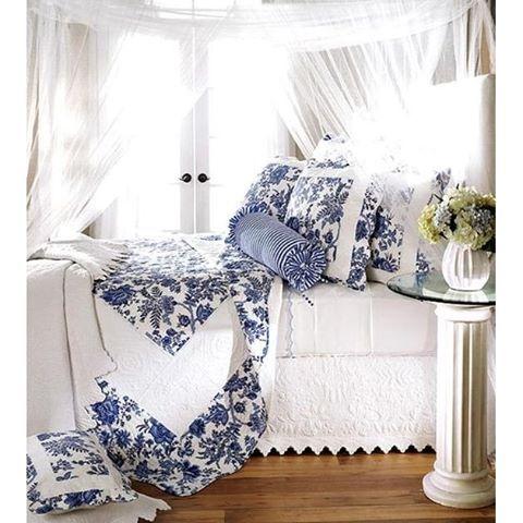 """""""Underbar sängkammare. #sovrum #bedroom #sängkläder #bedlinen #finahem #vackrahem #svenskahem #nordiskahem #heminredning #interiör #interior #homeinterior #inredning #worldofinterior #decor #interiorandhome #blueandwhite #classichome #blåvitt #blue #blå #vitt #white #finelinens"""" Photo taken by @almahousesweden on Instagram, pinned via the InstaPin iOS App! http://www.instapinapp.com (05/07/2016)"""