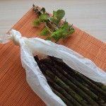 Asparagi al cartoccio profumati alle erbe aromatiche