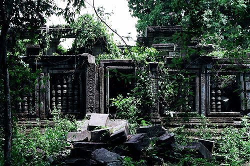 A magnificent 11th century library in jungle temple of Beng Mealea — an ancient architecture in the style of Angkor Wat.