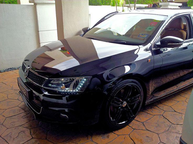 Black volkswagen Jetta MK6