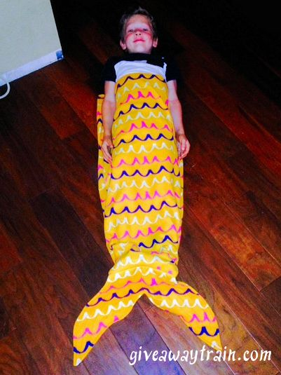 How to Make a Mermaid Tail {Snuggle Sack/Sleeping Bag} #DIY