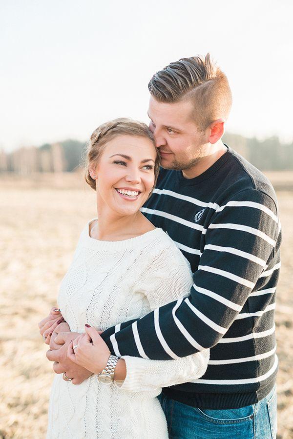 Fall couple shoot in a field — Susanna Nordvall Photography
