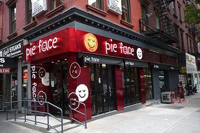 オーストラリア発のミートパイとコーヒーを主力としたカフェチェーン「パイ・フェイス(Pie Face)」が、2015年春に日本初上陸する。ニューヨークの店舗パイ・フェイスは現在、オーストラリアをはじめア...