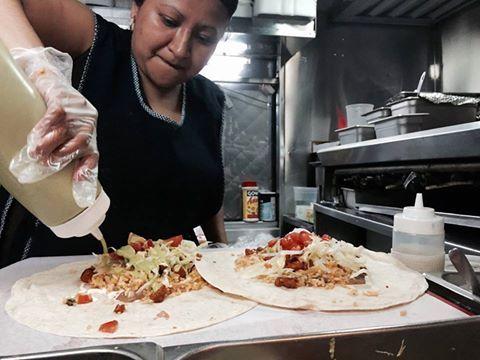 a Williamsbugz non c'è niente di più messicanamente vero di un Burrito nel posto più IN di tutto il quartiere: quel camioncino tra Bedford e North 6th da molti riconosciuto come il camioncino più IN di Williamzburgz.  Burrito Pastor con tutto e Jarritos al mandarinetto come se piovesse. questa è la cena dei campioni messicani, a 9 dolla comprese le tips. imperdibbole.