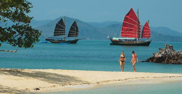1 day of sailing, swimming and exploring near Phuket