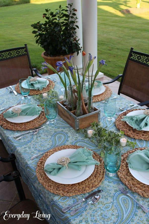 Tablescape Tuesday: Taking It Easy | Tablescapes, Modern ...