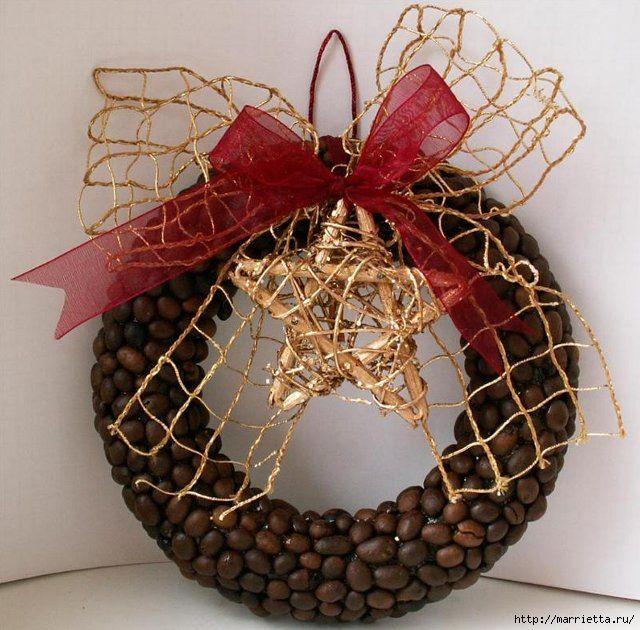Представляем лучшие кофейные венки для вашего вдохновения. Кстати, ниже есть еще кофейные теги и венок из шишек) Обратите внимание на самый первый венок. Отличное украшение для празднования Нового г…