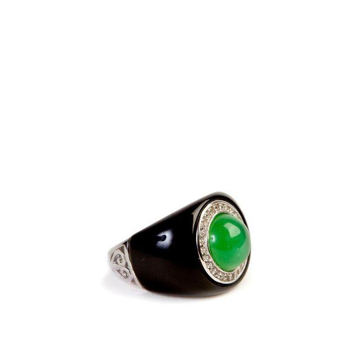 Add a green touch of color to your total black look! Un tocco di colore verde perfetto con il tuo total black!  #jewel #glamour #fashion