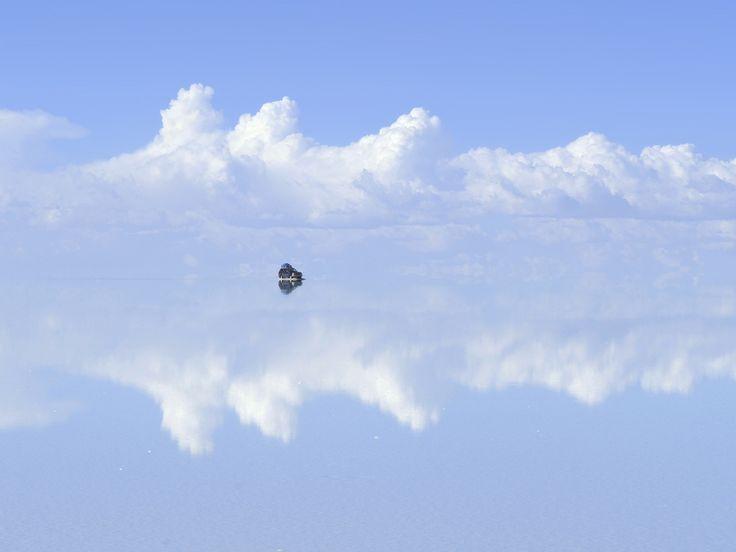 Blog Medioambiente.org : El salar de Uyuni es la mayor superficie cubierta de sal que existe en el mundo.