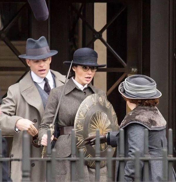 Chris Pine and Gal Gadot in Wonder Woman (2017) - Comic-Con 2016 - IMDb