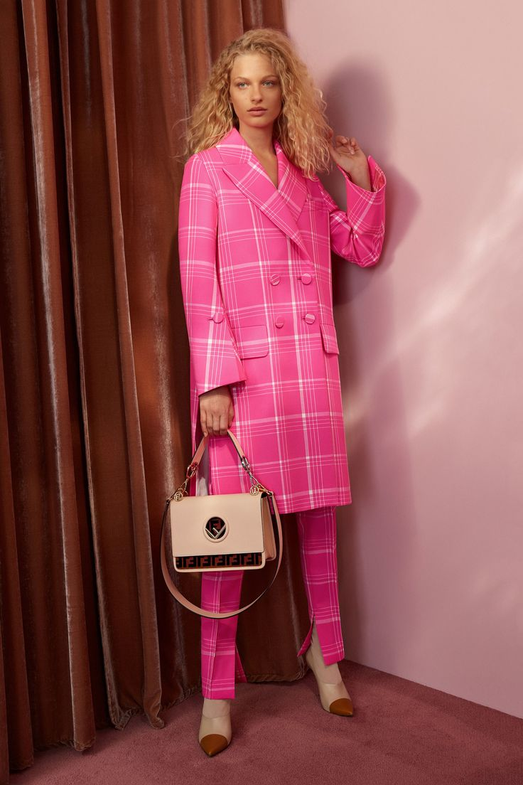 Frederikke Sofie, Danish model for FENDI Resort 2018 Collection Photos - Vogue | via www.orientsystem.com