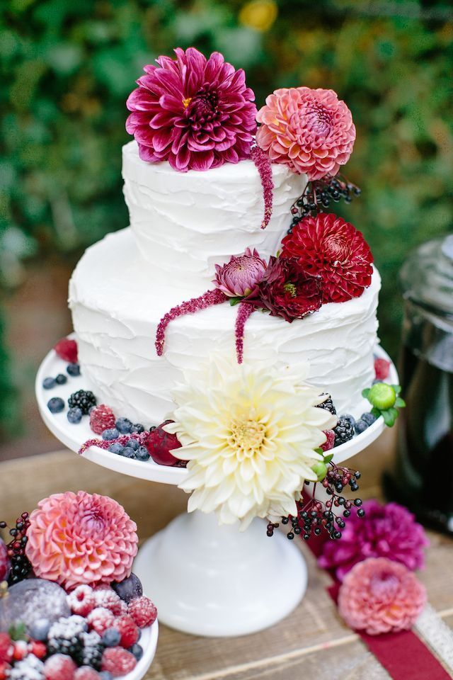 30 Delicate White Wedding Cakes | http://www.deerpearlflowers.com/30-delicate-white-wedding-cakes/