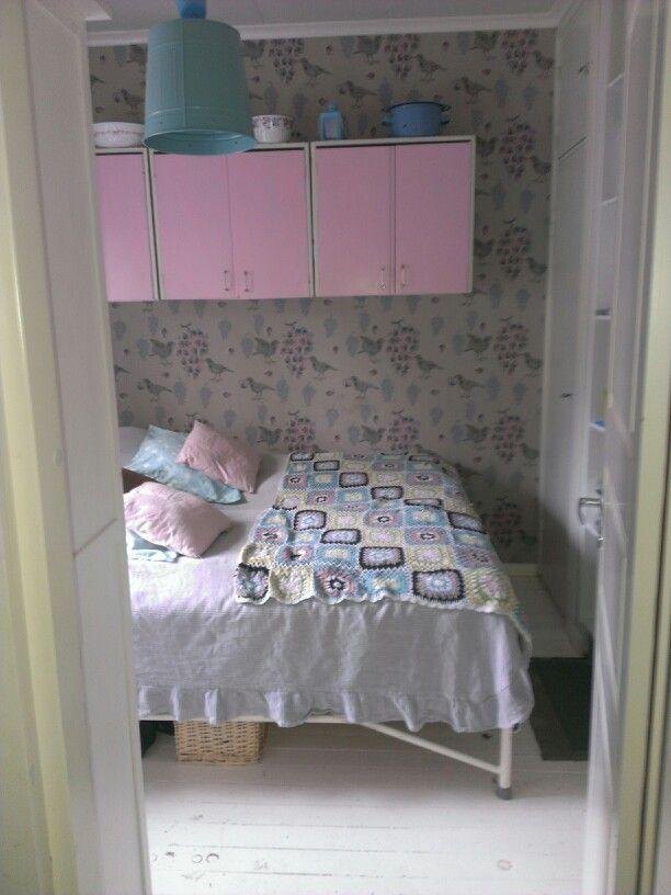 Näkymiä makkarista. -  view from our bedroom. Ken kiuruista kaunein - tapettitalo