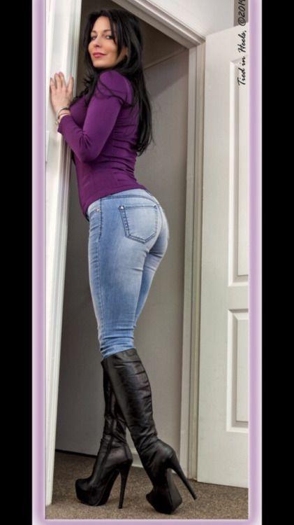 фото зрелой женщины в джинсах что, вполне