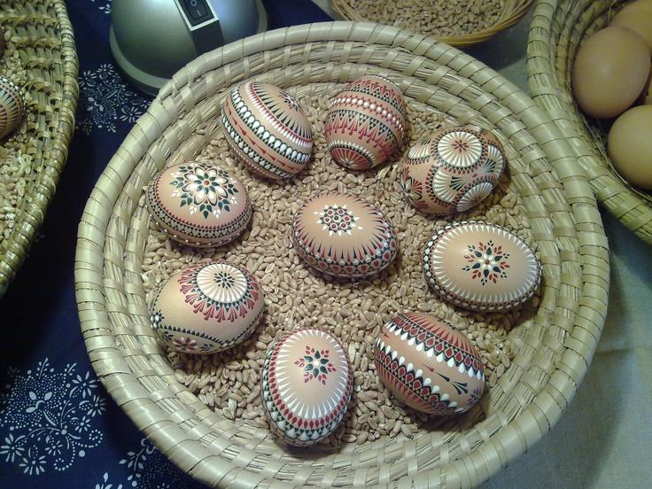 Sorbische Ostereier / Sorbian easter eggs ..I miss making these.