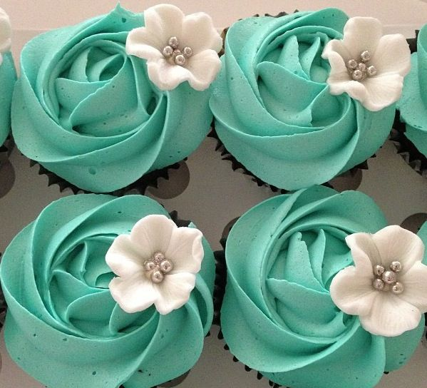 Breakfast at Tiffany's cupcakes  -  I love the colours