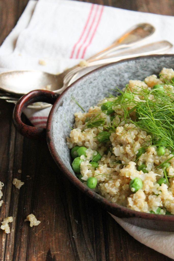 Risotto de quinoa aux petits pois et fenouil {vegan} -  avec de la crème d'amandes et des amandes grillées en topping. Apprécié par tous!