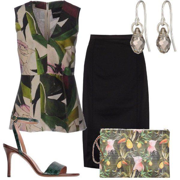 Per dare nuovo slancio ad una semplice gonna a tubino nero, indossiamo il top con grandi fiori e foglie, i sandali verde scuro, la pochette con stampa tropicale. Semplice ma di effetto.