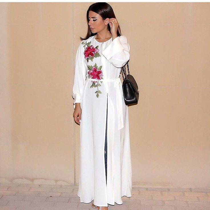Enjoy our last abaya in store for very good price 400 Aed .