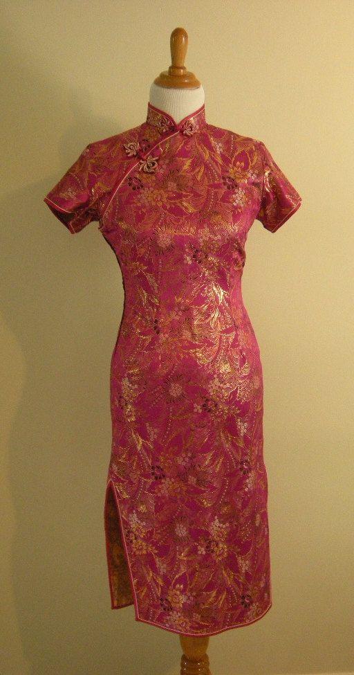 Vintage 1950s Pink Chrysanthemum Print Cheongsam / Small / Petite. $55.00, via Etsy.