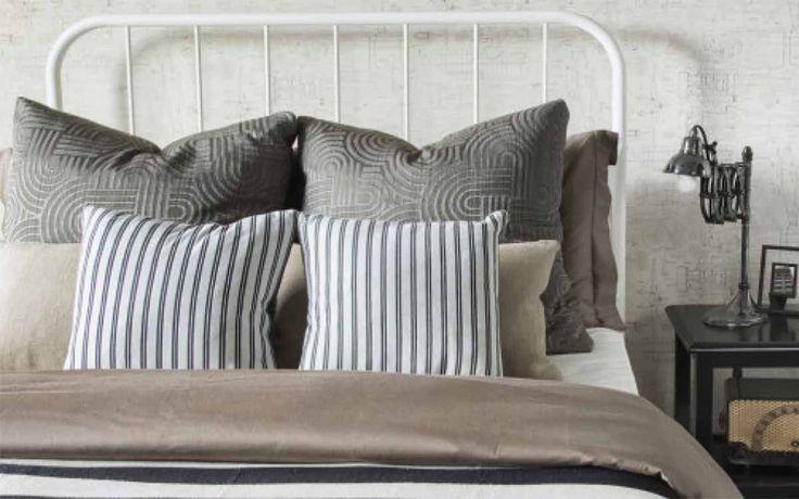 Per avere una casa pulita e libera da acari e batteri è necessario dedicarsi anche alla pulizia dei cuscini. Ecco come fare. Quante volte nella vostra settimana vi preoccupate della pulizia dei cuscin