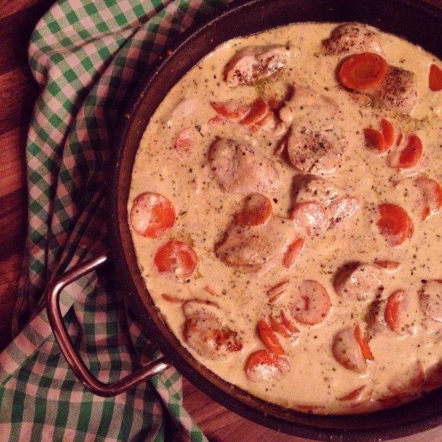 Experimente aus meiner Küche: Hähnchen in cremiger Käse-Sahne-Möhren-Soße