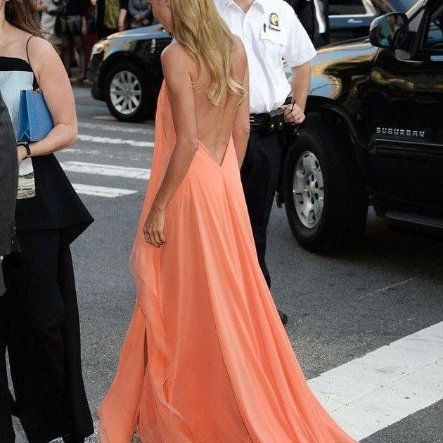 Vestido naranja de Invitada de boda con espalada al aire