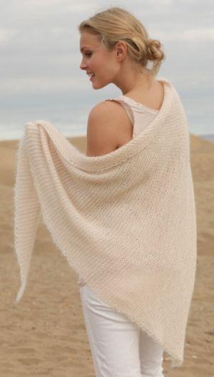 Gratis strikkeopskrifter | Retstrikket sjal i sart pudderfarve med fin hæklekant. Sjalet er strikket i alpaka, mohair og silke| Håndarbejde