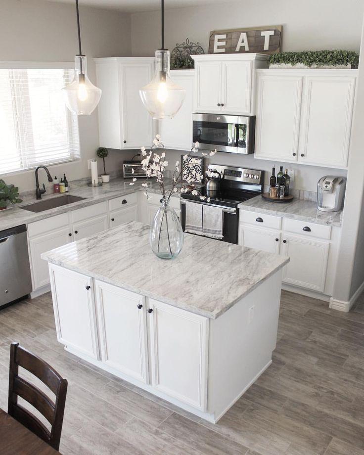 Stimmen Sie auf unserem Küchen-Backsplash ab! Und Küche / Esszimmer Dekor Quellen