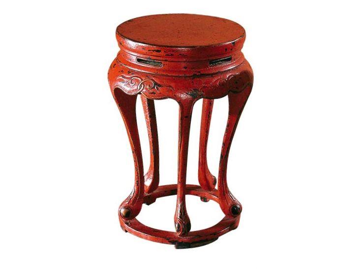 Юань- дэн –круглый стул. Династия Мин Для китайских мастеров стояла сложная задача: сделать конструкцию цилиндрической формы, сборки надежного каркаса и перегородок в единое изделие. Плотникам приходилось работать не с прямыми углами, а с непривычными новыми формами. Материал: тополь, вязь, береза Цвет: красный кракелюр