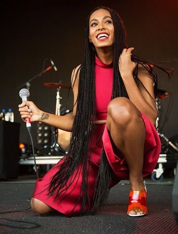 ON-THE-GO: FALLS FESTIVAL - LORNE, AUSTRALIA Long Hair, Don't Care! How adorable does Miss Solange Knowles look?! #rozOonTheGo Photo:...