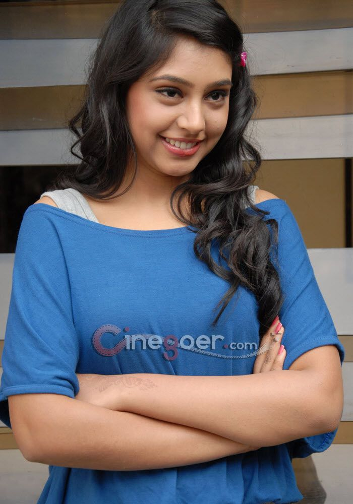 Niti Taylor at Pelli Pustakam Press Meet