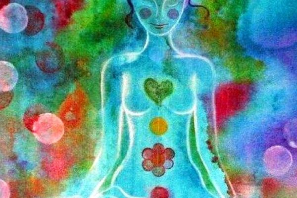"""Llegar a percibir nuestra energía es una forma de irnos conociendo mejor, de reactivar nuestro poder y de despertar y agudizar nuestros sentidos Quizá no suene novedoso afirmar que """"Nosotros somos energía"""", pero si buscamos en esta definición su sentido más universal, veremos que energía es para los Maestros amor y somos eso. Así que …"""