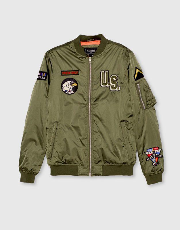В Pull&Bear вы найдете все наши предложения  Пальто и куртки. Зайдите сейчас и откройте для себя 154 Пальто и куртки, которые мы предлагаем вам, и многие другие модные товары