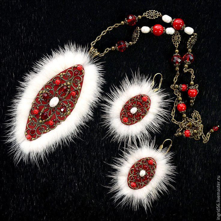 Комплект украшений из натуральной кожи и меха норки Пани Валевская 2