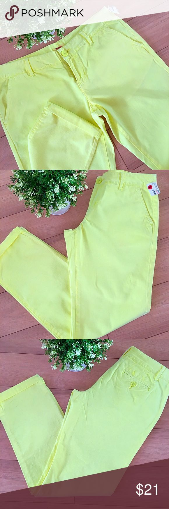"""🍂Neon Yellow Pants!🍂 🍂 So pretty for Fall! 🍂   Neon Yellow Straight Pants!  - Low waist  - Size 7  - 98% cotton, 2% spandex  - Waist 32""""  - Inseam 29""""      📬 THE SAME DAY SHIPPING 📬  💰15% OFF ON BUNDLES 💰    📱FOLLOW ME ON INSTAGRAM 📱  @Showroom.Marusya    🚫 SORRY, NO TRADES 🚫  🚫 NO PAYPAL 🚫 Mossimo Supply Co Pants Ankle & Cropped"""