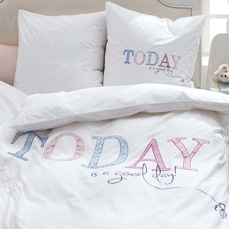 """Bettwäsche in Weiß mit aufwendig gesticktem, farbigem Schriftzug """"Today""""  #impressionen"""