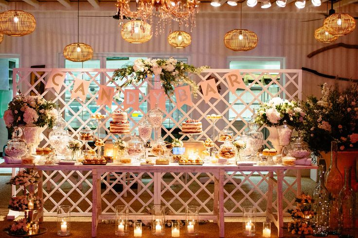 Pick your candy from this glamorous welcome table! <3 ! <3 !