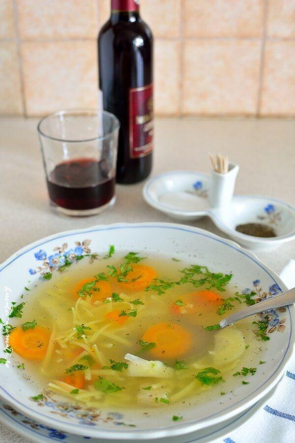 Supă din oase de vită cu tăieţei