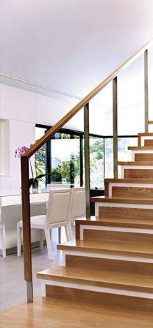 Gandarío _ Detalle de barandilla de vidrio para escalera de vivienda unifamiliar. Diseño por mas·arquitectura.