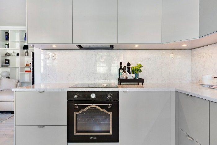Ikeakök, veddinge grå, Ikea kitchen, smeg, marmor, marble