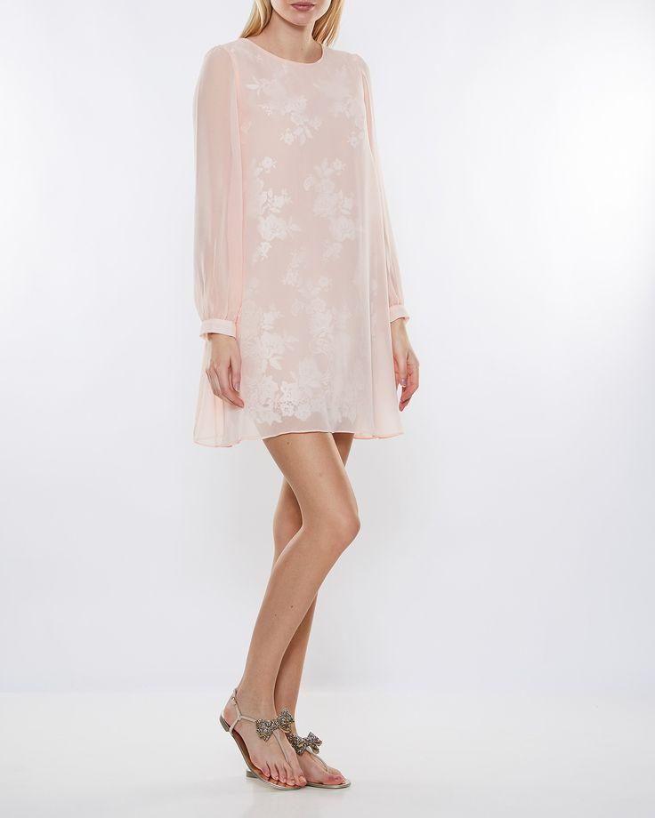 Köp kläder från Ida Sjöstedt online – spetsklänningar, spetsblusar, leggings, kappor m.m. 1-3 dagars leverans