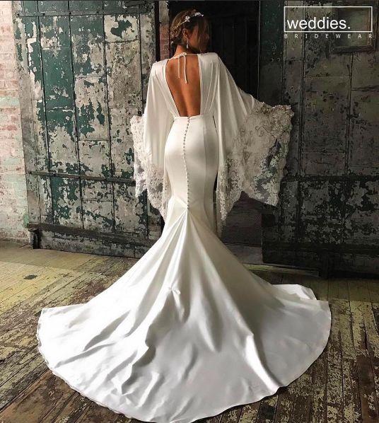 Bu ayın ilk ünlü gelin ilhamı; kusursuz fiziği ve büyüleyici sırt dekolteli gelinliğiyle Pia Toscano✨ This month's first bridal gown inspiration; Pia Toscano with her gorgeous body and amazing back of her gown ✨