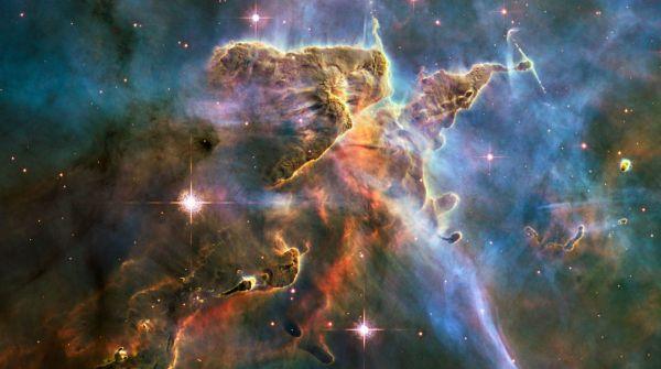 L'immagine delle Nebulosa della Carena rilasciata in occasione del 20° anniversario del lancio di Hubble. Nell'immagine composita il blu rappresenta l'ossigeno, il verde l'idrogeno e l'azoto e in rosso lo zolfo