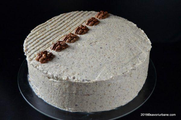 Tort cu nuca – reteta nostalgica. Un tort clasic, fin si gustos, compus din blat pandispan cu nuca (insiropat cu rom veritabil) si o crema alba (fara oua) din nuca oparita cu lapte, spumata cu unt. Un tort cu nuca de pe vremea bunicilor noastre. Acest tort cu nuca are o istorie lunga, de cateva …