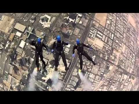 Blue Man Group - SKYFALL 007 - YouTube