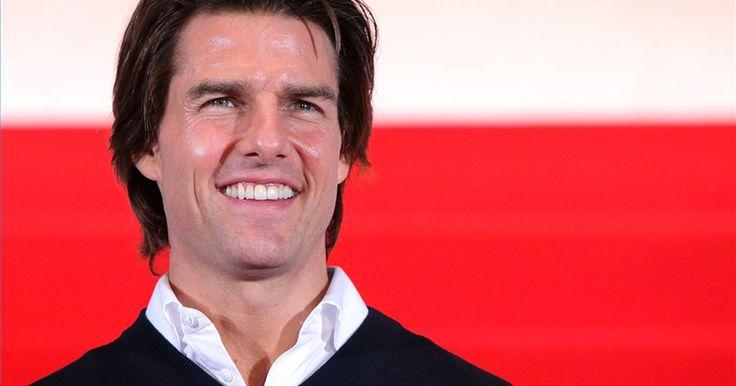 """Como fazer o cabelo no estilo de Tom Cruise. O ator americano Tom Cruise tem uma carreira de várias décadas. De seus papéis em """"Negócio Arriscado"""" até filmes de ação, como """"Missão Impossível"""", o cabelo tem sido uma das únicas coisas que permanece igual. Para estilizar o seu cabelo como o dele, você vai precisar de alguns produtos específicos e um bom corte."""