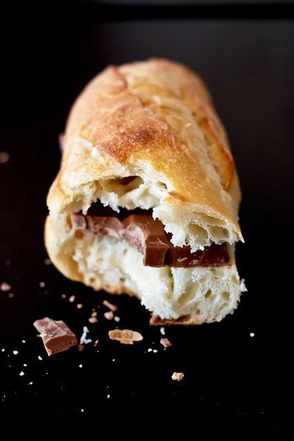 baguette met een reep chocola - als we op vakantie in Spanje waren...mama had tenslotte ook vakantie