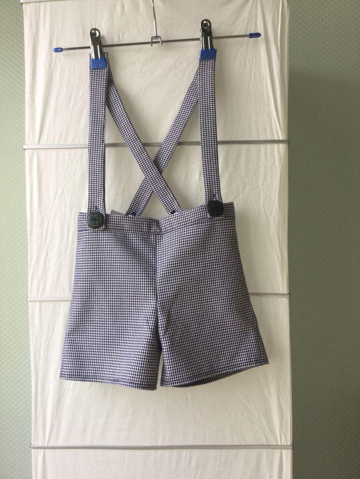 Mini broekje met bretellen made by MutchiTutchi